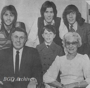 Andy Gibb with his parents and three famous brothers (1968)